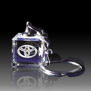 Móc khóa pha lê Toyota hình vuông