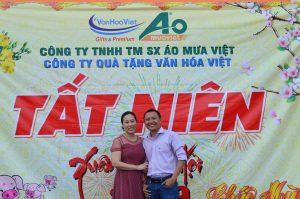 Anh chị Quý Giám đốc công ty Áo Mưa Việt và Văn Hóa Việt